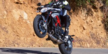 2017 MV Agusta Brutale 800 Review sport motorcycle 5
